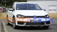 Volkswagen Golf R Variant 2021: visuale anteriore