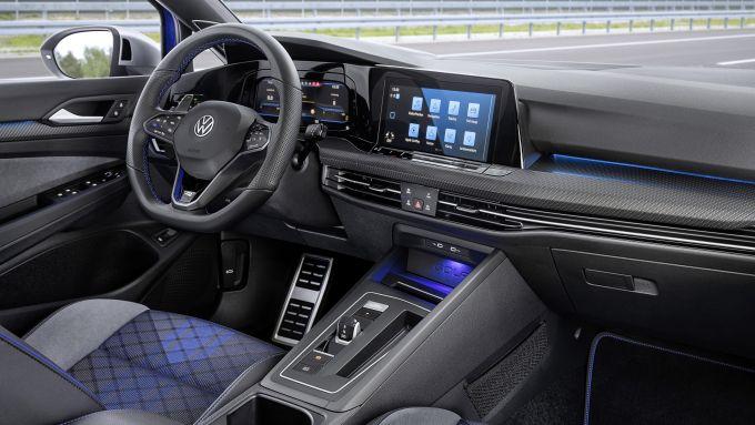 Volkswagen Golf R Variant: gli interni