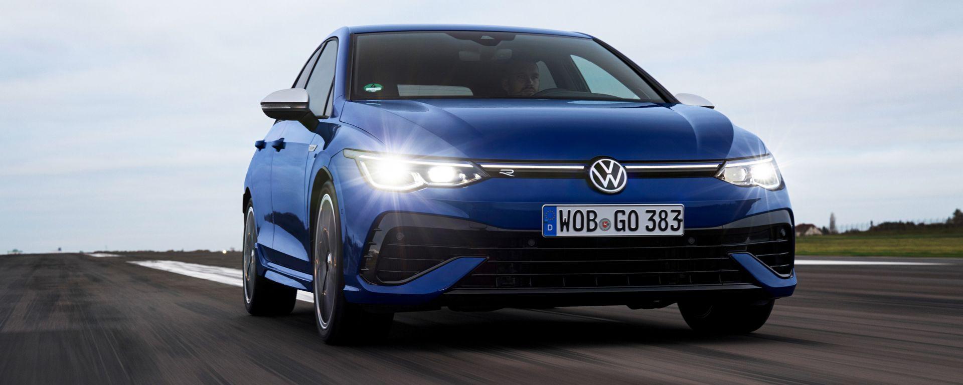 Volkswagen Golf R, visuale di 3/4 anteriore