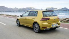 Volkswagen Golf restyling: anche al posteriore si registra un nuovo disegno per il paraurti