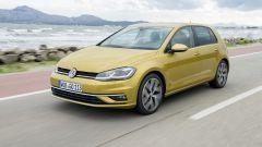 Volkswagen Golf restyling: il paraurti anteriore ha un nuovo disegno
