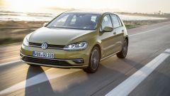 Volkswagen Golf restyling: vista 3/4 anteriore