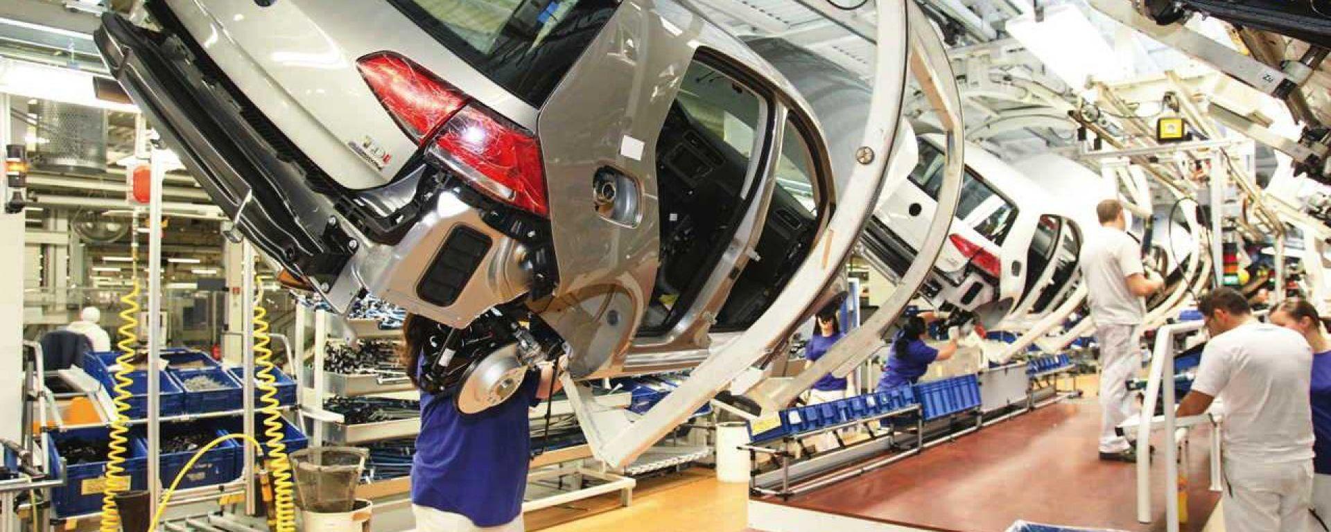 Volkswagen Golf: sospesa la produzione per una settimana