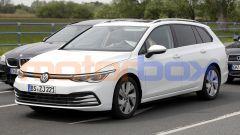 Volkswagen Golf Variant 2021: foto spia del frontale