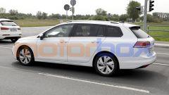 Volkswagen Golf Variant 2021: si noti la camuffatura dell'ultimo finestrino