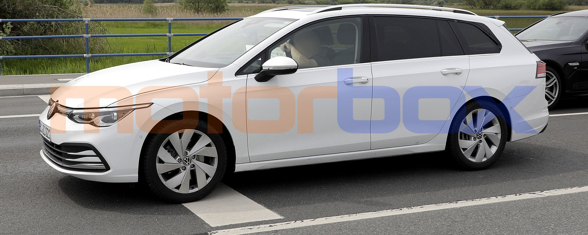 Volkswagen Golf Variant 2021: una foto spia scattata in Germania