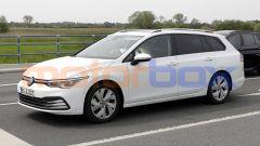 Volkswagen Golf Variant 2021: vista 3/4 anteriore