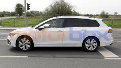 Volkswagen Golf Variant 2021: vista laterale