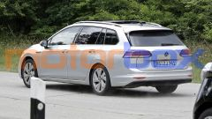 Volkswagen Golf Variant 2021: visuale di 3/4 posteriore