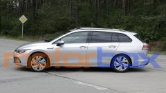 Volkswagen Golf Variant 2021: visuale laterale