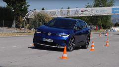 Video: Volkswagen ID.4 elettrica nel test dell'alce