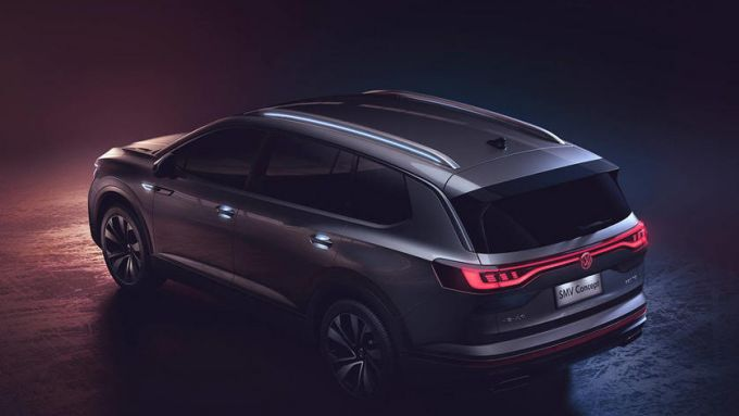Volkswagen Maxi SUV EV: il concept SMV visto da dietro con il profilo luminoso a LED