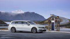 Volkswagen Passat GTE Variant alla colonnina