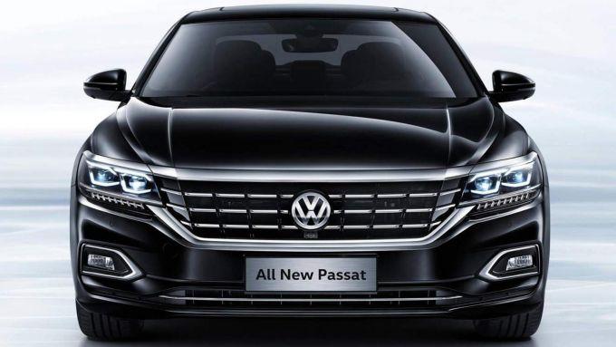 Volkswagen Passat: per la berlina canto del cigno con l'ottava generazione? Una vista del frontale