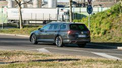 Volkswagen Passat Variant Hybrid Plug-In GTE in movimento