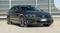 Volkswagen Passat Variant Hybrid Plug-In GTE: visuale di 3/4 anteriore