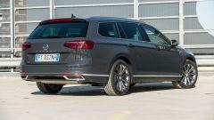 Volkswagen Passat Variant Hybrid Plug-In GTE: visuale di 3/4 posteriore