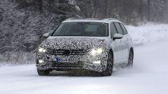 Volkswagen Passat Variant 2019: spiata la Wagon restyling - Immagine: 3