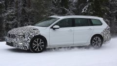 Volkswagen Passat Variant 2019: spiata la Wagon restyling - Immagine: 6