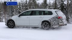 Volkswagen Passat Variant 2019: spiata la Wagon restyling - Immagine: 8