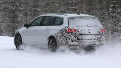 Volkswagen Passat Variant 2019: spiata la Wagon restyling - Immagine: 10