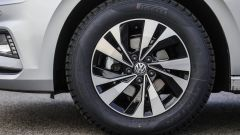 Volkswagen Polo 2017: dettaglio del cerchio in lega da 15 pollici (opzionale)