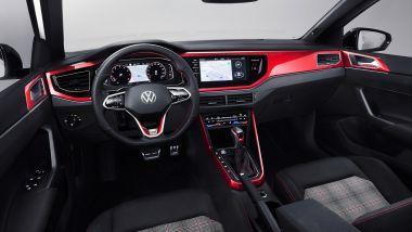 Volkswagen Polo GTI 2021, dettagli rossi nell'abitacolo
