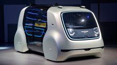 Volkswagen Sedric al Salone di Ginevra 2017: il parabrezza nasconde uno schermo OLED trasparente