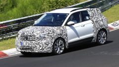 Volkswagen T-Cross 2018: teaser e foto spia del Suv - Immagine: 27