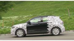 Volkswagen T-Cross 2018: teaser e foto spia del Suv - Immagine: 28