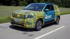 Volkswagen T-Cross 2018: teaser e foto spia del Suv - Immagine: 30