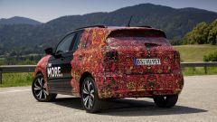 Volkswagen T-Cross 2018: teaser e foto spia del Suv - Immagine: 33