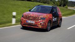 Volkswagen T-Cross 2018: teaser e foto spia del Suv - Immagine: 34