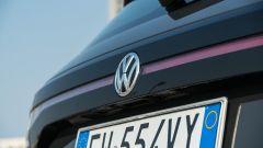 Volkswagen T-Cross: dettaglio badge Volkswagen