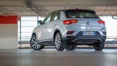 Volkswagen T-Roc 1.0 TSI: vista 3/4 posteriore