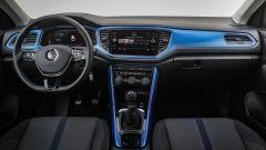 Volkswagen T-Roc: la plancia con elementi in tinta carrozzeria