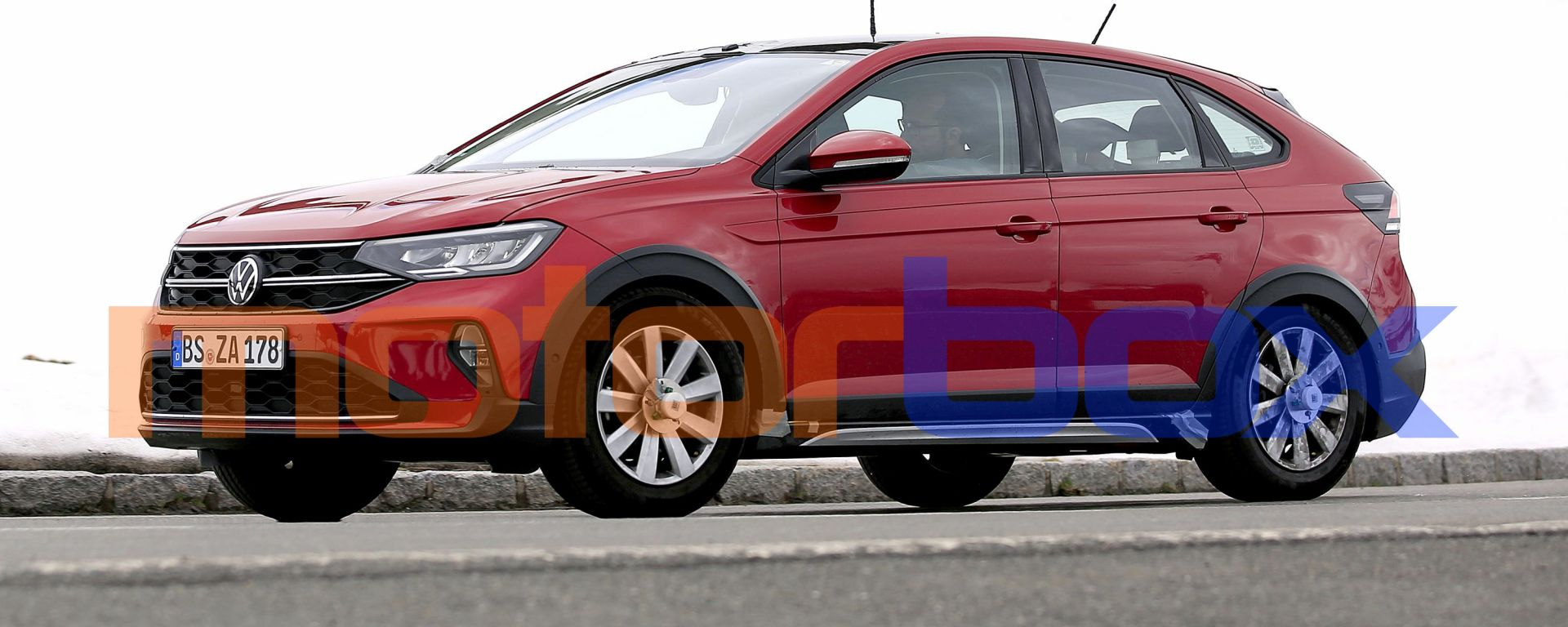 Volkswagen Taigo 2021: nuove foto spia del SUV coupé compatto