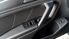 Volkswagen Tiguan 1.5 TSI R-Line: bracciolo laterale