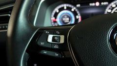 Volkswagen Tiguan 2.0 Tdi 150 CV DSG 4Motion: dettaglio dei comandi del cruise control