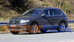 Volkswagen Tiguan 2021 facelift pizzicata in strada