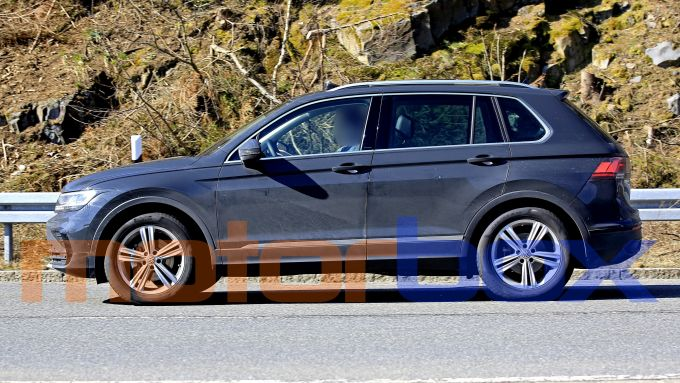 Volkswagen Tiguan 2021 facelift: visuale laterale
