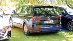 Volkswagen Tiguan 2021: visuale di 3/4 posteriore