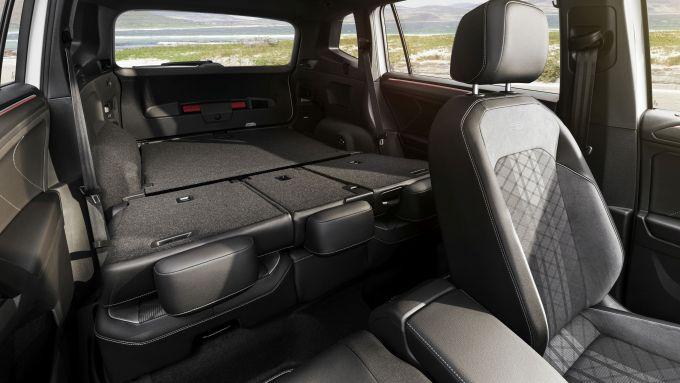 Volkswagen Tiguan Allspace 2021: i sedili posteriori abbassati