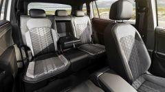 Volkswagen Tiguan Allspace 2021: i sedili posteriori con il centrale abbassato