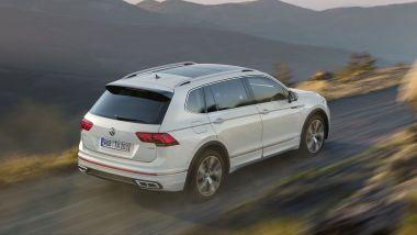 Volkswagen Tiguan Allspace 2021: visuale di 3/4 posteriore