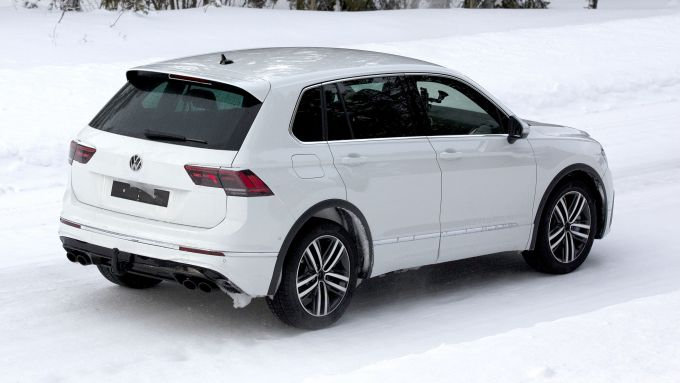 Volkswagen Tiguan R 2020: in prova sulla neve
