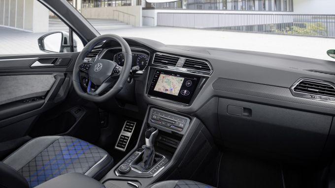 Volkswagen Tiguan R 2021, gli interni
