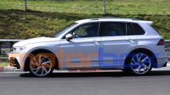 Volkswagen Tiguan R 2021: la vista laterale