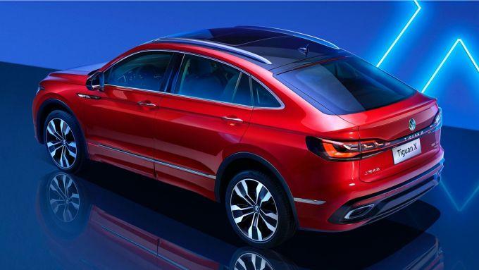 Volkswagen Tiguan X: visuale di 3/4 posteriore
