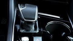 Volkswagen Touareg Advanced 3.0 V6 TDI 286 CV, la leva del cambio automatico Tiptronic